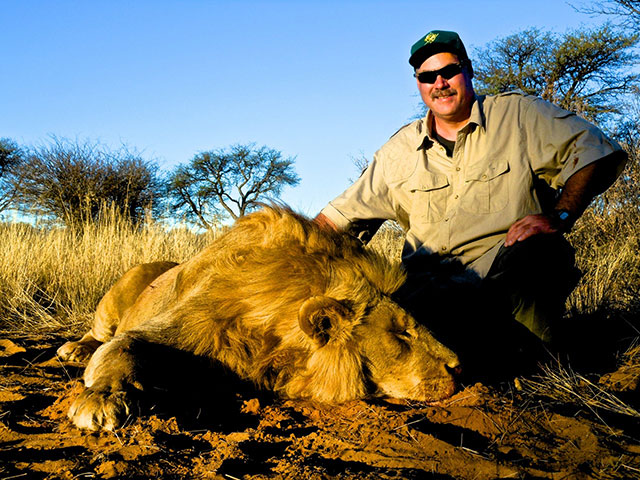 LION HUNT WITH CHRIS